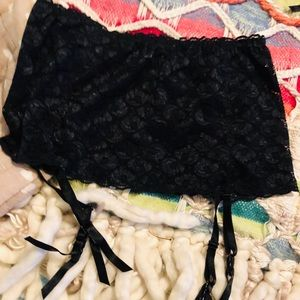 NWT Skirt Black Lace Garter Size M/L